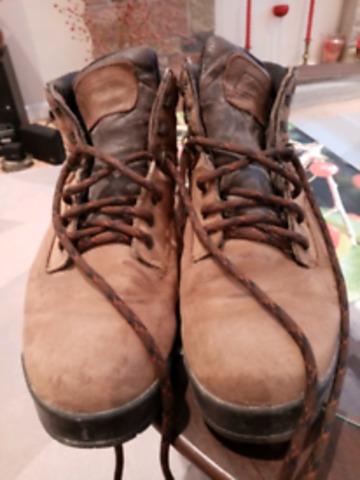 Donne vieilles chaussures