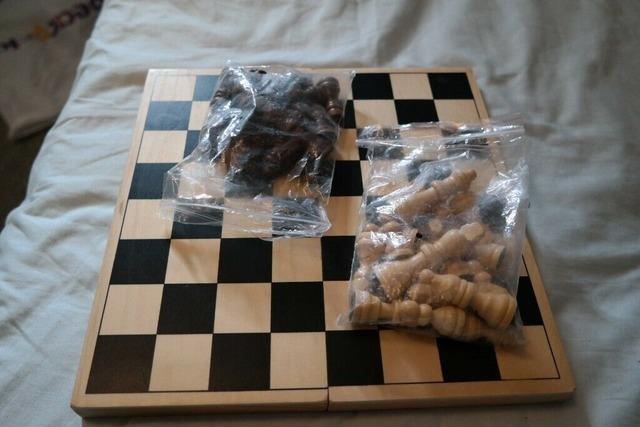 Donne jeu d'échecs