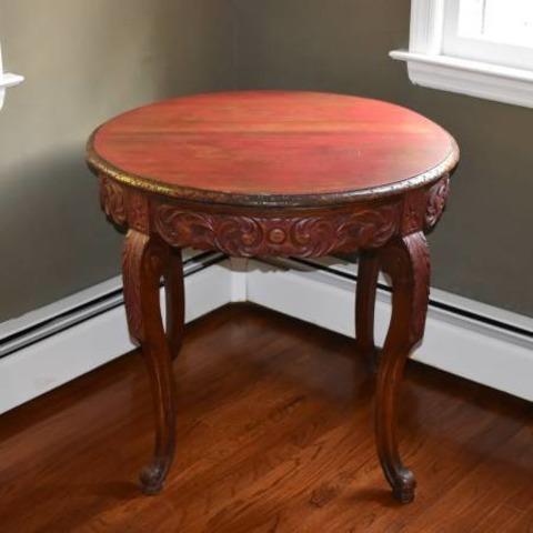 Table ronde sculptée